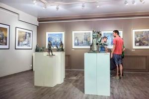 Картины профессора Геннадия Намеровского представили на выставке в Липецке